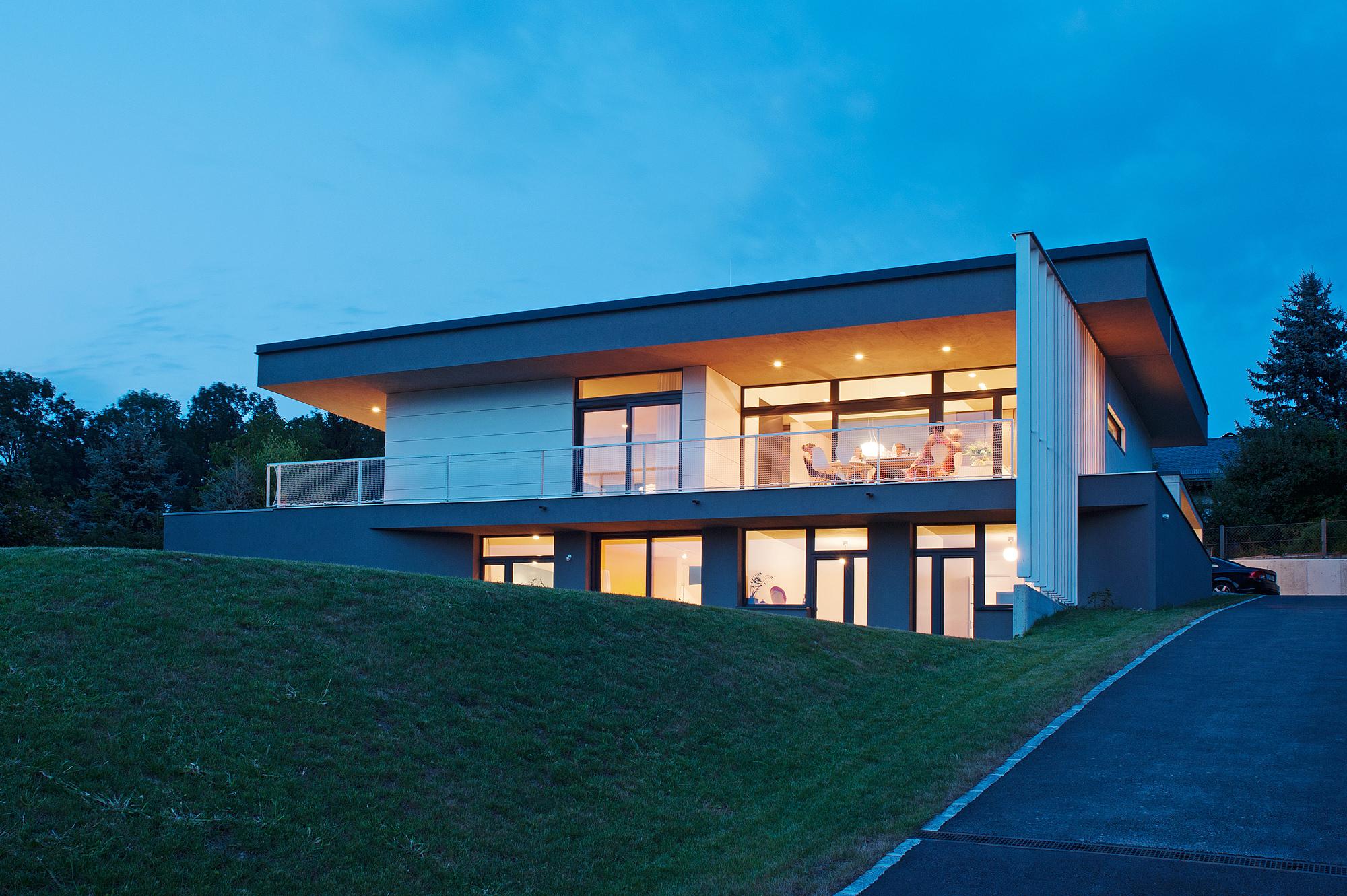 haus_g_01_einfamilienhaus_am_hang_steyr_oberoesterreich_junger_beer_architektur