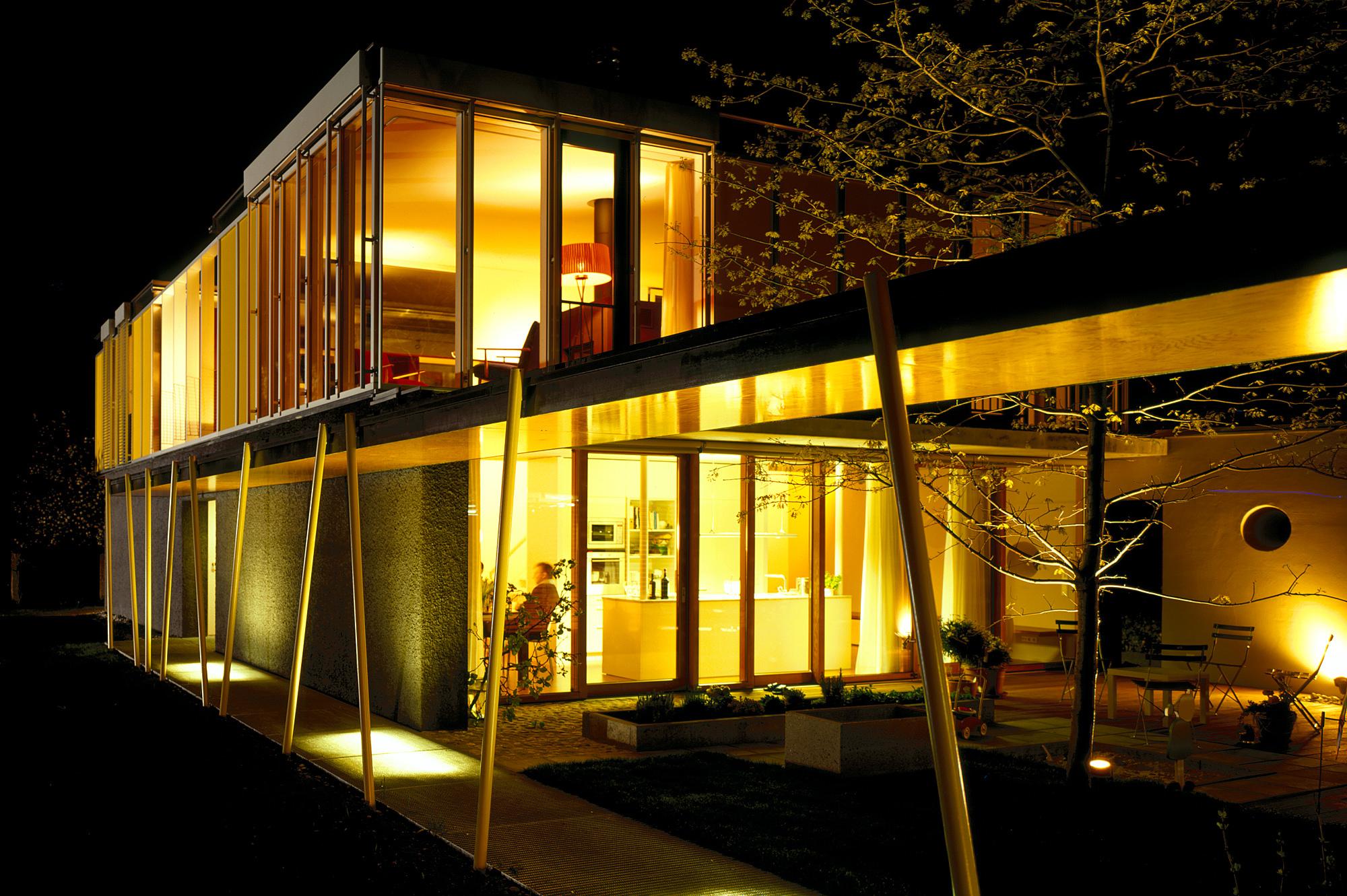 haus p 10 einfamilienhaus und buero in hard vorarlberg junger beer architektur